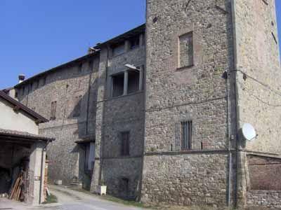 Appartamenti ristrutturati nel castello di Trevozzo - Le offerte ...
