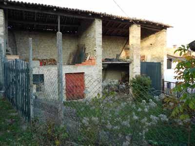 Casa agreste con portico ed area verde le offerte for Piccola casa con avvolgente portico